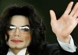 الألبوم الثانى لمايكل جاكسون يحقق نجاحا كبيرا بعد وفاته