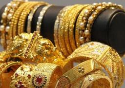 الذهب يصعد مع نزول الأسهم وقوة الدولار تحد من مكاسبه