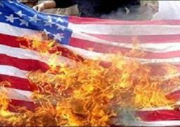 حرق العلم الأمريكي ببطرسبورج احتجاجا على دعم واشنطن للحرب بأوكرانيا
