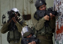 قوات الاحتلال تعتقل 5 فلسطينيين فى أنحاء متفرقة من الضفة الغربية
