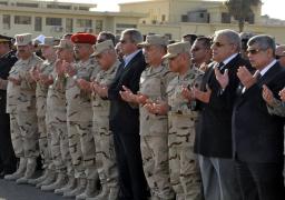 رئيس الوزراء ووزيرا الدفاع والداخلية يتقدمون جنازة شهداء الحادث الإرهابى بسيناء