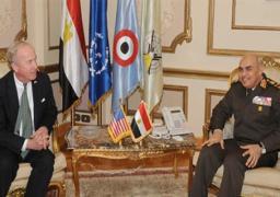 صدقي صبحي يستقبل رئيس لجنة الدفاع بالكونجرس الأمريكي ويناقشان الحرب على الإرهاب