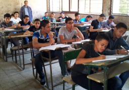 طلاب الثانوية العامة يؤدون امتحانات الرياضيات والأحياء والجغرافيا