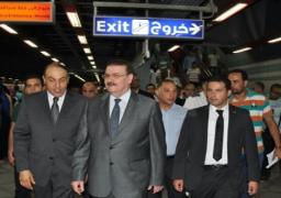 وزير النقل يتفقد محطة السادات بعد ساعات من تشغيلها