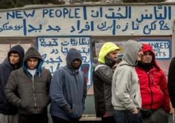 تواصل عمليات إخلاء مخيم كاليه رغم رفض بعض المهاجرين المغادرة