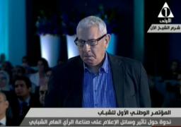 بالفيديو … مكرم محمد يؤكد أنه لا يوجد صحفي يتحاور مع رئيسه بندية إلا في مصر