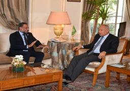 أبو الغيط يبحث الأوضاع الإنسانية الصعبة في بعض الدول العربية