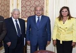 إسماعيل يؤكد دعم الحكومة للمؤسسات الصحفية واحترامها لحريتها