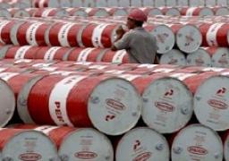 النفط يرتفع بفضل مؤشرات على تقلص تدريجي للمعروض في السوق