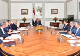 السيسي يجتمع مع مجلس الوزراء ومحافظ البنك المركزى