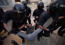 الشرطة الإسبانية تعتقل 9 انفصاليين لتخطيطهم لأعمال عنف