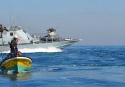 قوات الاحتلال الإسرائيلي تستهدف المزارعين والصيادين في قطاع غزة