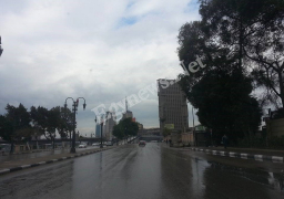 الأمطار تنهمر على القاهرة.. والبرق يضئ السماء