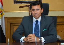 وزير الشباب والرياضة يتابع أعمال تطوير استاد القاهرة الدولى