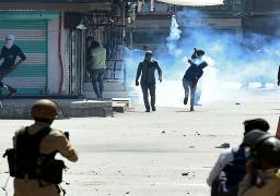 اشتباكات بين الشرطة ومئات المتظاهرين في كشمير الهندية