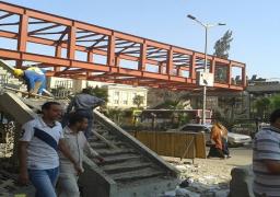 محافظ الجيزة: التعاقد مع شركتى صيانة وأمن للحفاظ على كوبرى مشاة جامعة القاهرة
