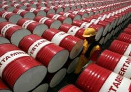 النفط يتراجع إلى 63 دولارا بفعل وفرة المعروض