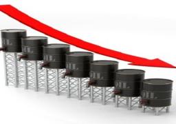 النفط يتراجع بفعل زيادة المخزونات وصعود الأسهم يدعمه