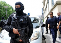 اعتقال 6 من عائلة أحد منفذي هجمات باريس الإرهابية