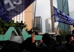 شرطة هونج كونج تفرق المحتجين بالغاز المسيل