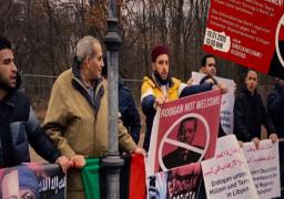 """مظاهرات أمام مقر انعقاد قمة ليبيا في برلين رفضا لمشاركة أردوغان: """"يدعم تنظيم داعش الإرهابي"""""""