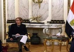 رئيس الوزراء يلتقي وفد مجلس أمناء الجامعة الأمريكية بالقاهرة