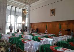 نقل رفات 24 شهيدا بالثورة الجزائرية لقصر الثقافة لإلقاء النظرة الأخيرة