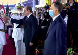 الرئيس السيسي يقلد أوائل خريجي كلية الشرطة أنواط الامتياز