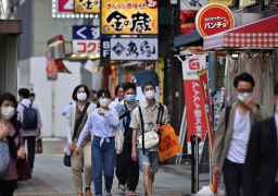 طوكيو ترفع جميع قيود كورونا عن المطاعم وسط انخفاض حالات الإصابة