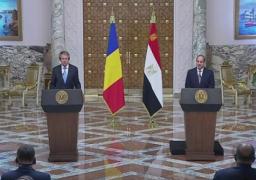 خلال مؤتمر صحفي مشترك مع رئيس رومانيا .. الرئيس السيسي يؤكد حرص مصر على تطوير العلاقات الثنائية
