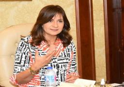وزيرة الهجرة تتصل ببعثة دار الكتب إلى السودان للاطمئنان عليهم