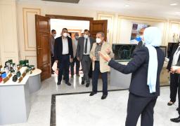 """في إطار الاستعداد لإقامة المعرض … """"وزير الدولة للإنتاج الحربي"""" يتفقد منتجات الوزارة المزمع عرضها فى (EDEX 2021)"""