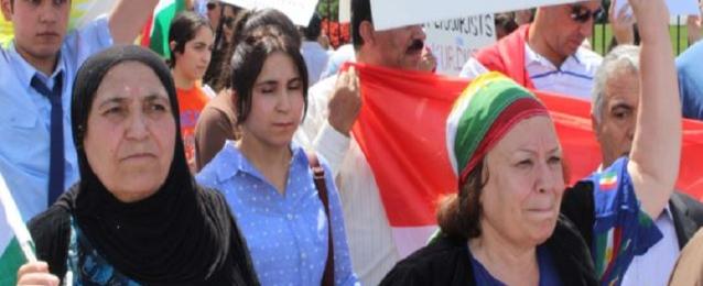 تظاهر عشرات الاكراد أمام البيت الابيض للتنديد لما يحدث بالعراق على يد داعش