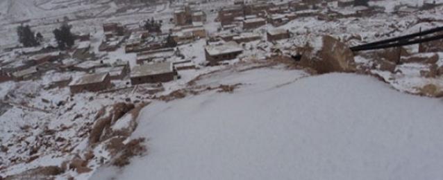 تساقط الثلوج على شمال سيناء.. وتواصل إغلاق ميناء العريش لسوء الأحوال الجوية