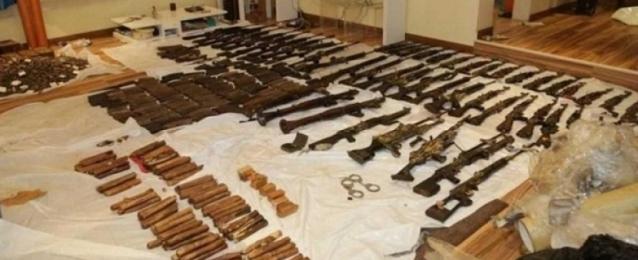 الداخلية الكويتية : القبض على 12 مطلوباً بقضية خلية العبدلى