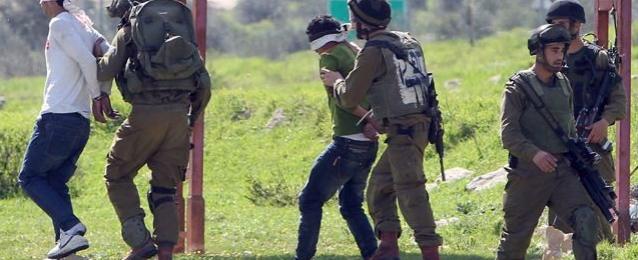 قوات الاحتلال الإسرائيلي تعتقل 22 فلسطينيا في القدس والضفة الغربية