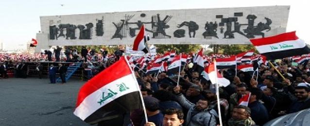 مئات العراقيين يتظاهرون في ساحة التحرير ببغداد للمطالبة بإجراء إصلاحات