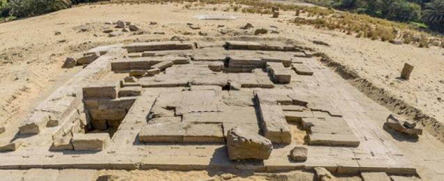 بالصور …. اكتشاف بقايا معبد رومانى بكوم الرصرص بأسوان