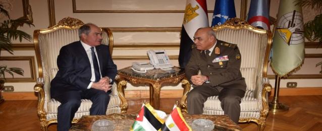 وزير الدفاع يبحث مع الملقي آخر المستجدات على الساحتين المحلية والإقليمية