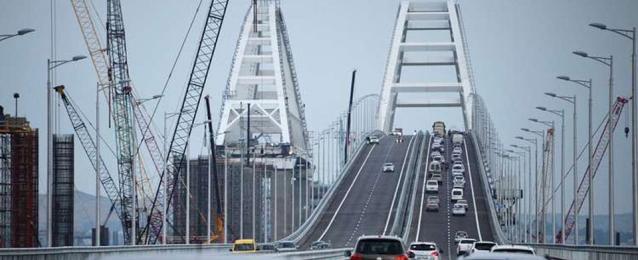 """""""الناتو"""" يندد بتدشين جسر بين القرم وروسيا"""