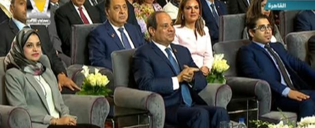 الرئيس السيسي يشهد جلسة رؤية شبابية لتحليل المشهد السياسي المصري ضمن جلسات مؤتمر الشباب