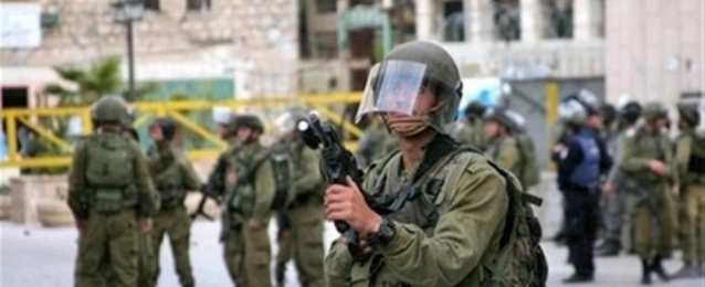إصابة 8 فلسطينين في مواجهات مع الإحتلال بمخيم الأمعري