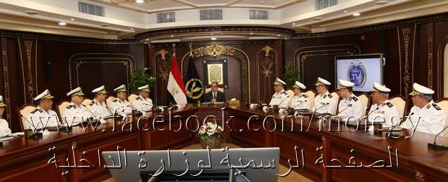 وزير الداخلية يستعرض محاور الخطة الأمنية الشاملة لتأمين إحتفالات المواطنين بعيد الفطر المبارك