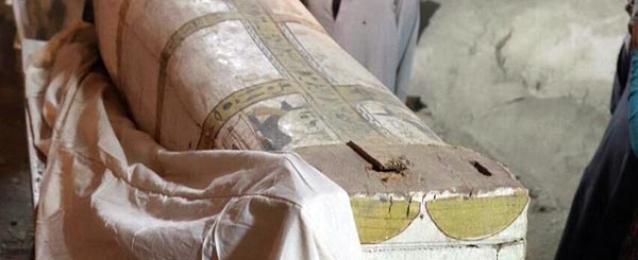 الكشف عن لوحة وتابوت من عصر الاسرة 18 بالعساسيف
