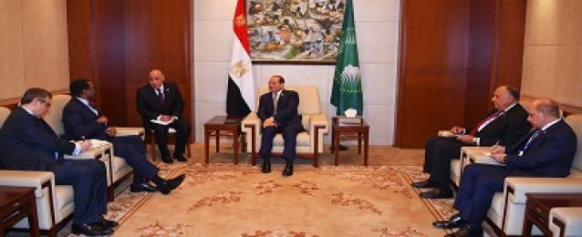 التقى السيد الرئيس عبد الفتاح السيسي صباح اليوم بمقر الاتحاد الأفريقي بأديس أبابا السيد أكينومي أديسينا، رئيس البنك الأفريقي للتنمية