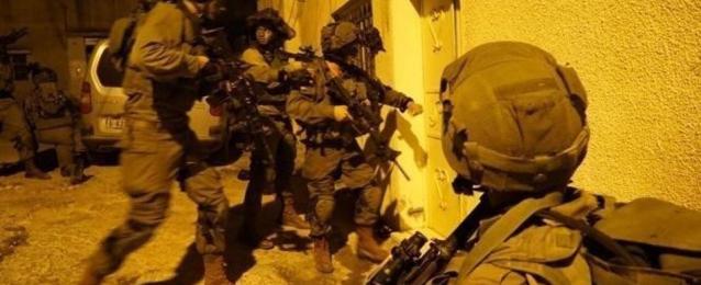 الإحتلال يعتقل 13 فلسطينياً من القدس والضفة الغربية