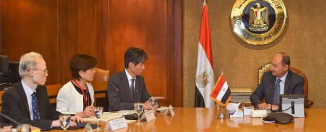وزير التجارة والصناعة يبحث مع وفد حكومي ياباني رفيع المستوى تعزيز التعاون الاقتصادي والتجاري بين البلدين