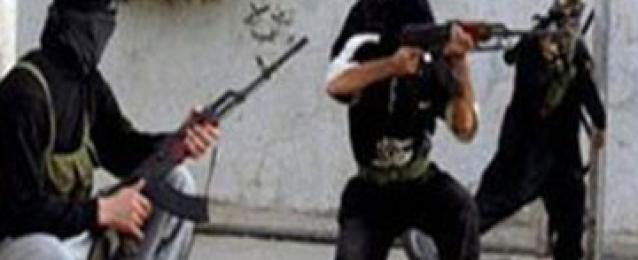 هجوم مسلح على سيارة شرطة واصابة ضابطين وشرطى