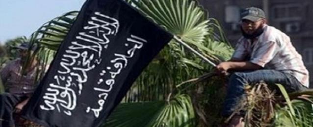 """إحالة طالب أزهري للمحاكمة العاجلة لرفعه علم """"القاعدة"""" على مبنى الجامعة"""