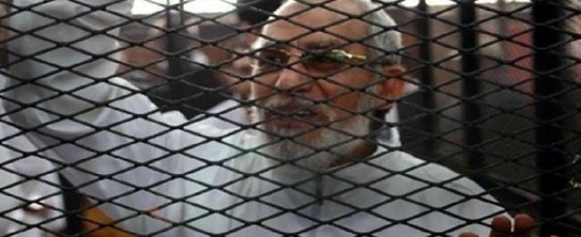"""استئناف محاكمة بديع و14 آخرين في أحداث """"مسجد الإستقامة"""""""